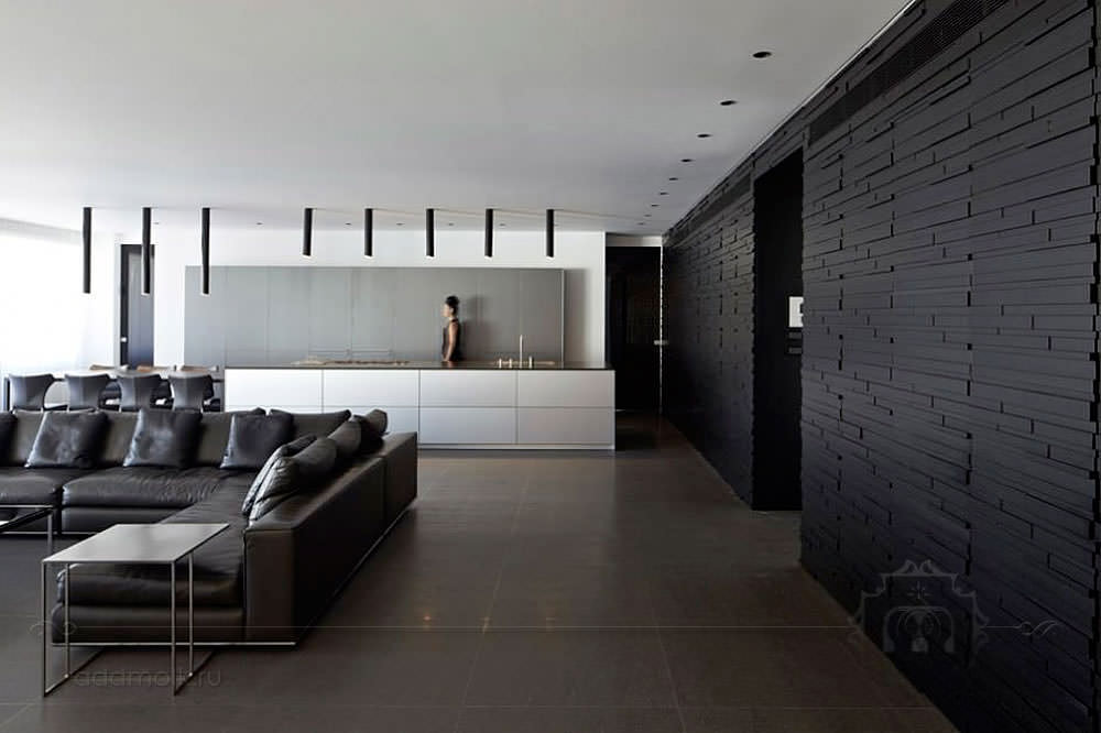 Просторная гостиная в стиле хай-тек